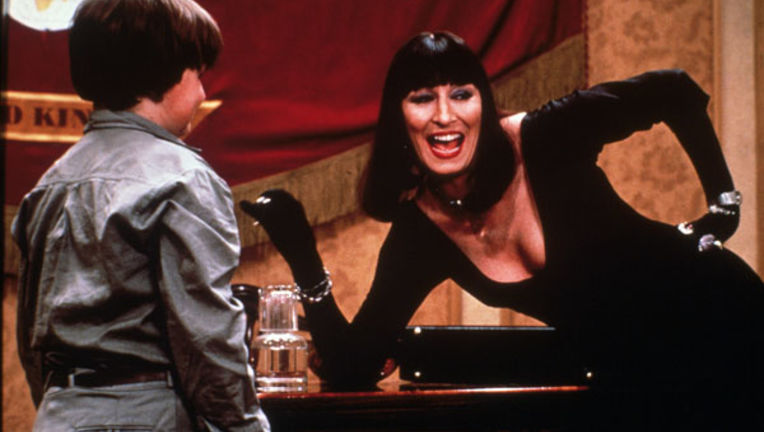 Anjelica-Huston-in-The-Witches-1990.jpg