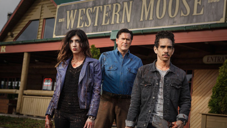 Dana-DeLorenzo-as-Kelly-Bruce-Campbell-as-Ash-Ray-Santiago-as-Pablo-Episode-106-620x400_1.jpg