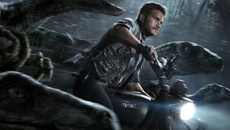 Jurassic_World_Final_Poster_Chris_Pratt_Velociraptors_2.jpg