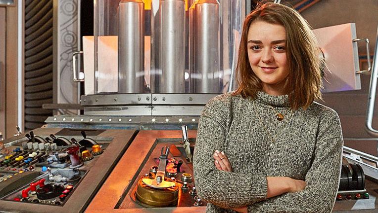 Maisie-Williams-Doctor-Who_TARDIS.jpg