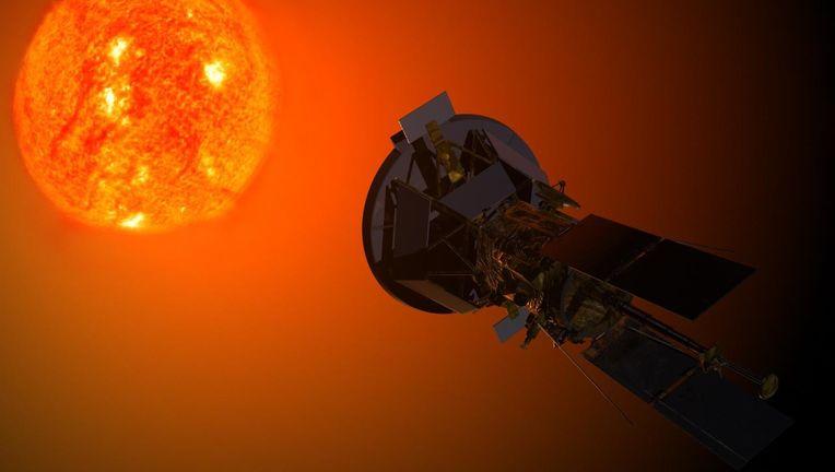 Solar_Probe_Plus_observing_the_Sun.jpg