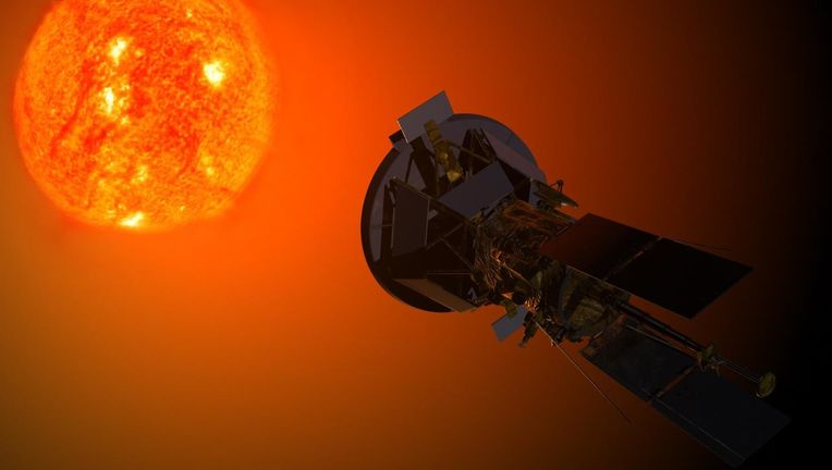 Solar_Probe_Plus_observing_the_Sun.jpg