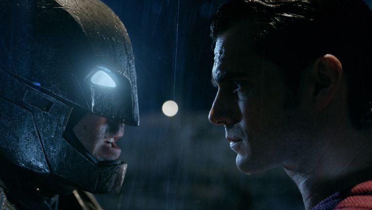 batman-vs-superman-ew-pics-3_0.jpg