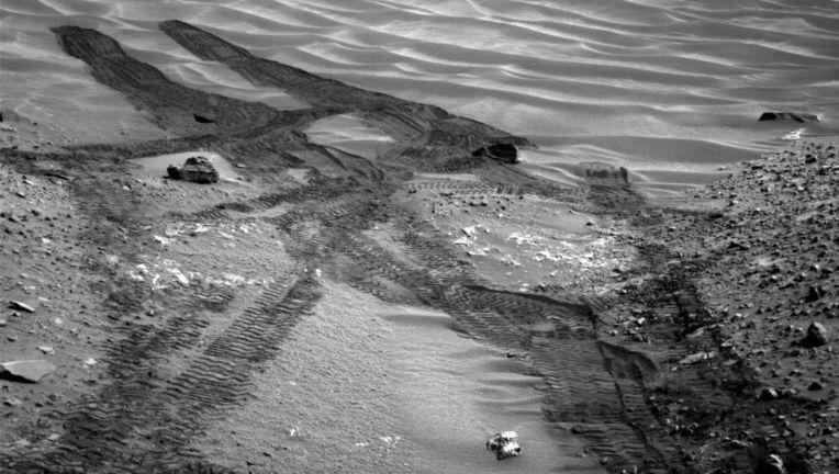curiosity-rover-mars-sand-dunes.jpg