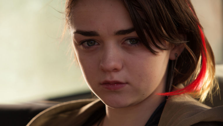 heatstroke-maisie-williams1.jpg
