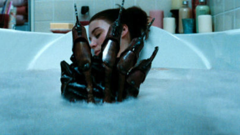 A_Nightmare_on_Elm_Street_tub_glove_thumb.jpg