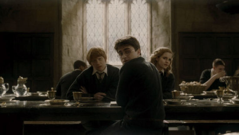 HarryPotter_HalfBloodPrince_Harry_Hermione_ron_GreatHall_0.jpg