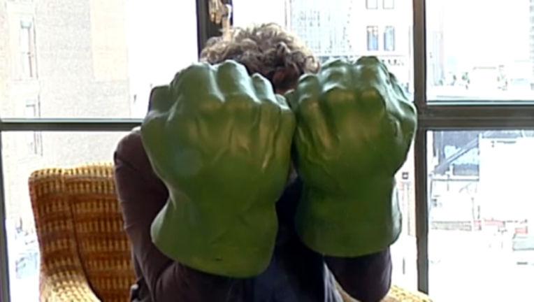Mark_Ruffalo_Avengers_Hulk_Hands.jpg