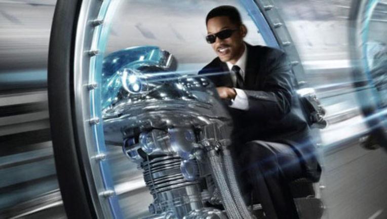 Men-in-Black-3-2012-Movie-Poster1-620x330.jpg
