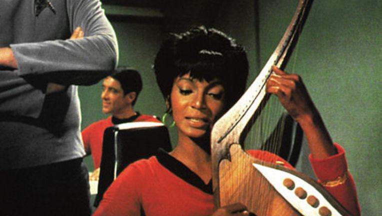 StarTrek_uhura_Nichols_singing.jpg
