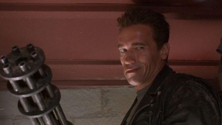 TERMINATOR2-Schwarzenegger-minigun.jpg