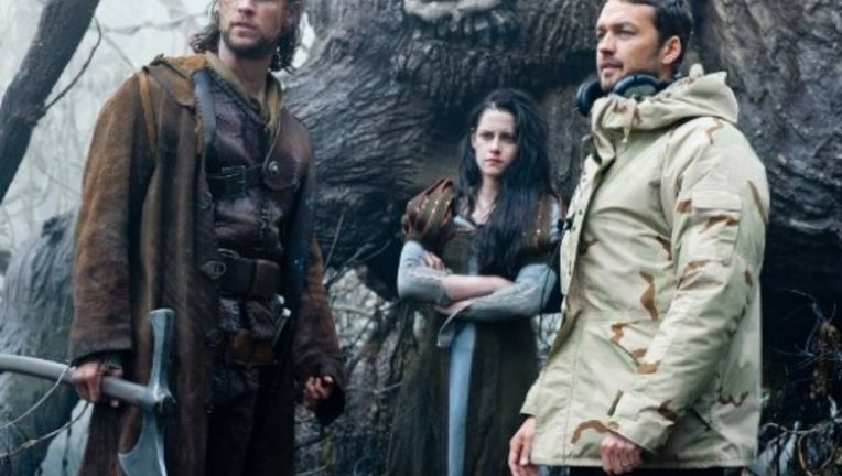 snow_white_2_huntsman_spin_off.jpg