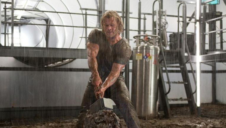 thor-chris-hemsworth-as-thor-hammer_0.jpg