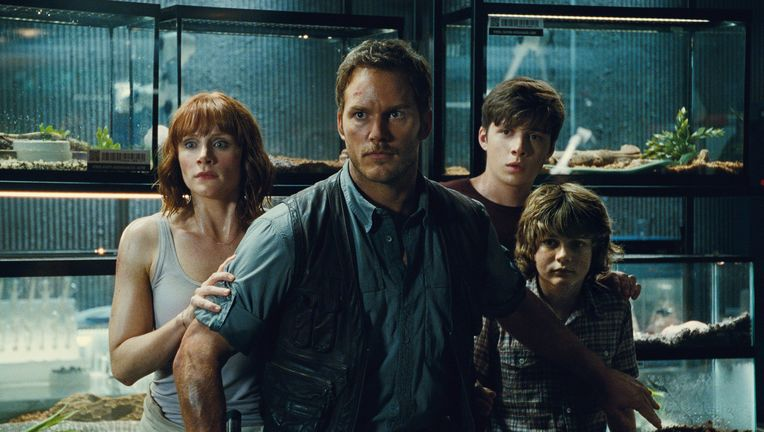 Jurassic World- Chris Pratt, Bryce Dallas Howard, and children