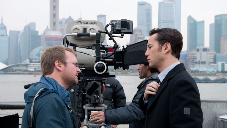 looper-movie-image-rian-johnson-joseph-gordon-levitt-set-photo.jpg