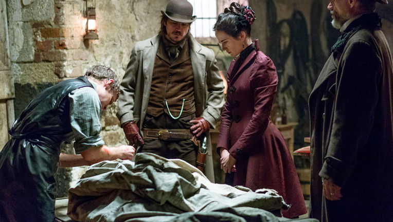 Penny Dreadful - Episode 1.01 - Night Work - Promotional Photos (4)_0.jpg