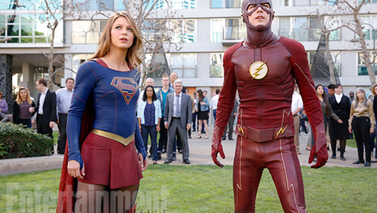 supergirl-and-the-flash-EW.jpg