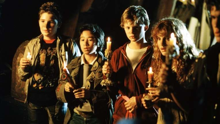 the-goonies-movie-image-2.jpg