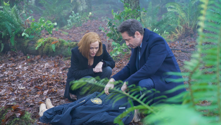 X-Files episode 1108 Familiar - Mulder and Scully crouch over a body
