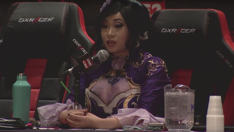 yaya_han_cosplay_at_c2e2.jpg