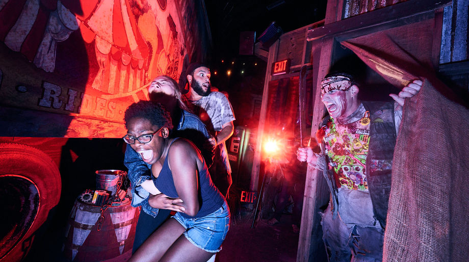 Carnival Graveyard Rust in Pieces Haunted House