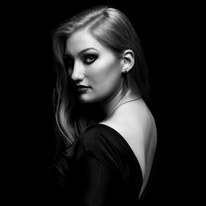 Abigail Larson - bio portrait 6