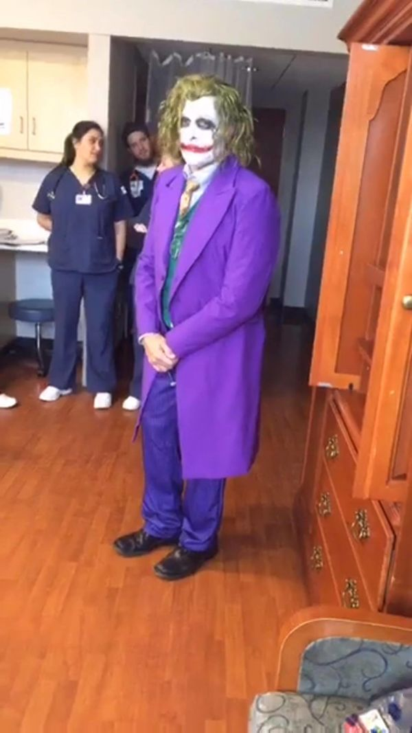 a758e31ffe0da Doctor dresses up as Joker to deliver babies on Halloween