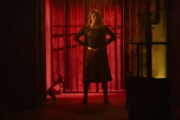 Supergirl hallway elseworlds