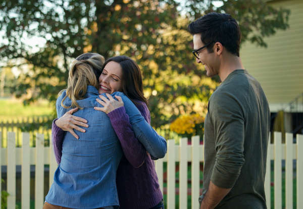 Clark Kent, Lois Lane Elseworlds hug