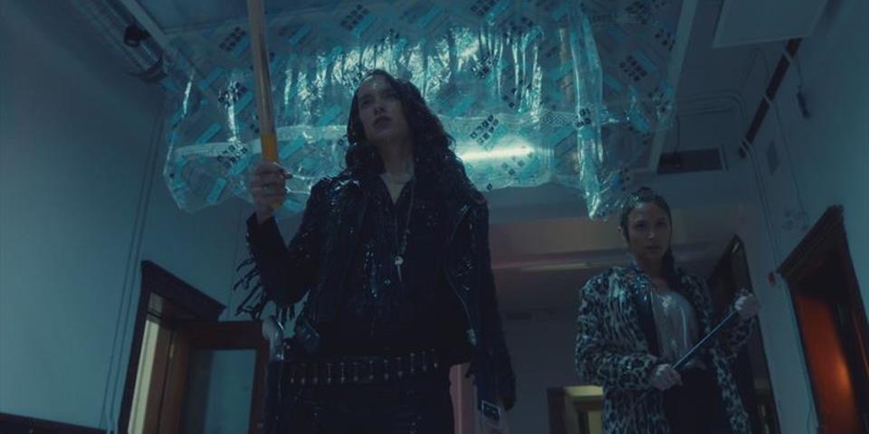 Wynonna Earp Season 2 Trailer