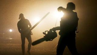 Mandy Chainsaw Fight