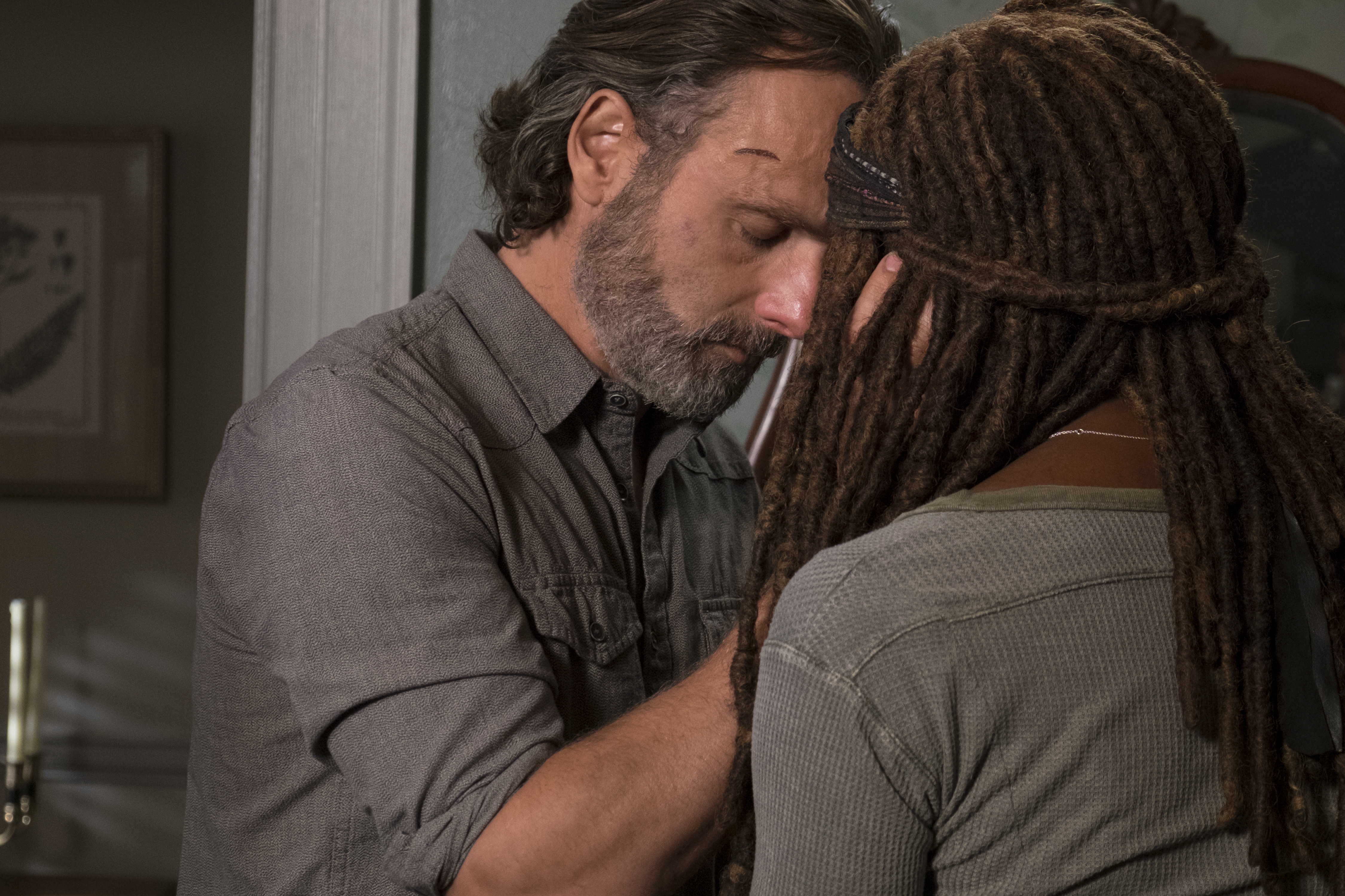 The Walking Dead Season 9 Get A Glimpse Of Old Man Rick In New Set