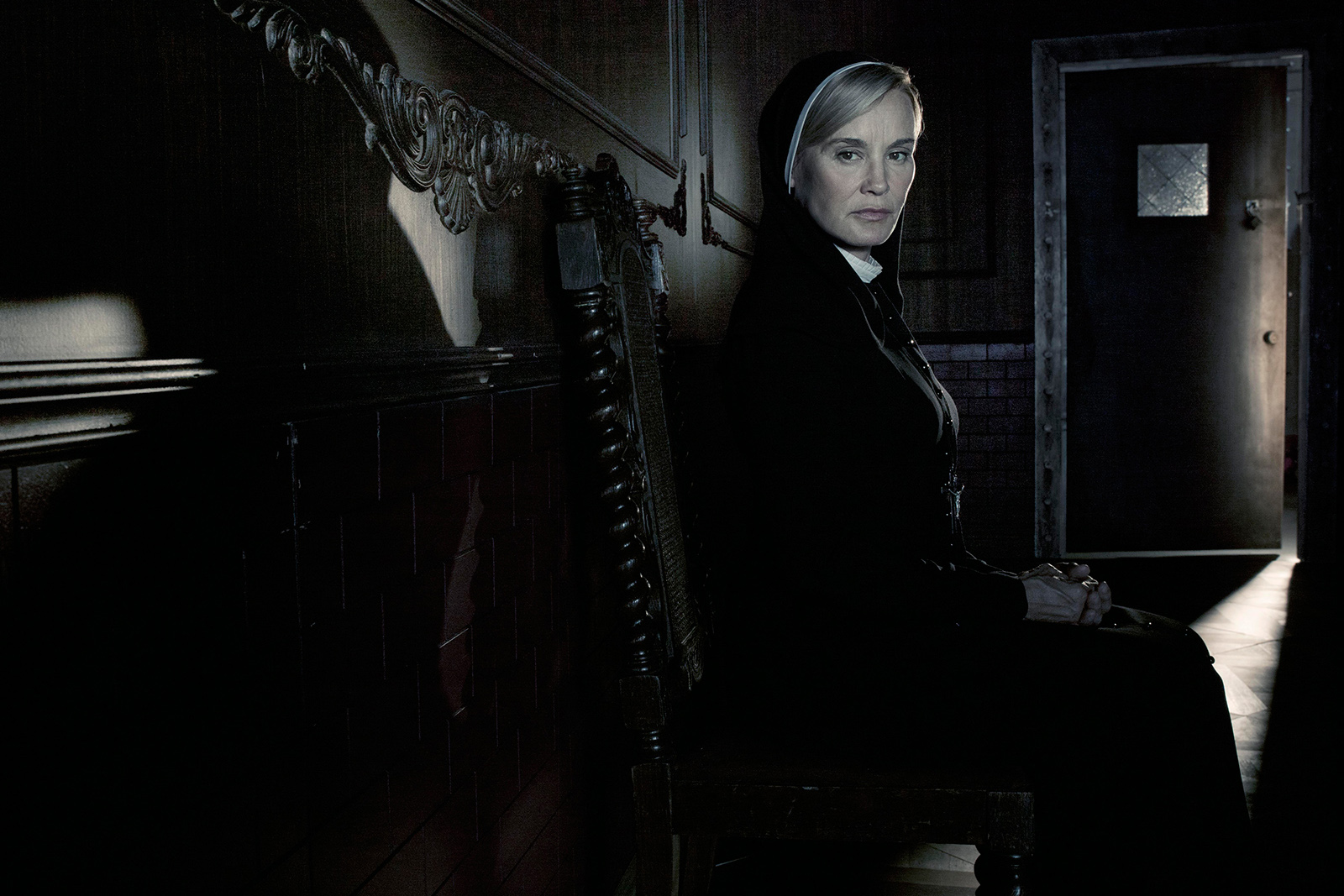 Extremely NSFW clip recaps American Horror Story Asylum in 1 min