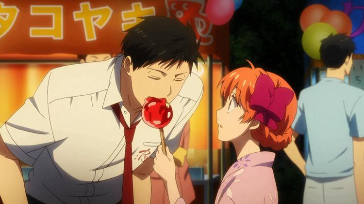 Nozaki takes a bite of Chiyo's candy apple