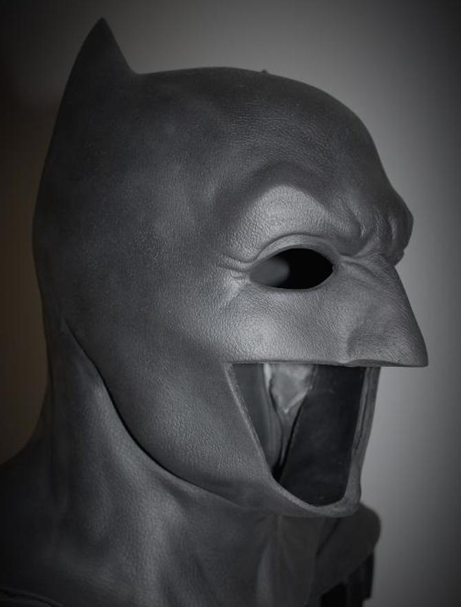 Get a close-up look at Ben Affleck's Bat-cowl from Dawn of ... Batman Cowl Ben Affleck