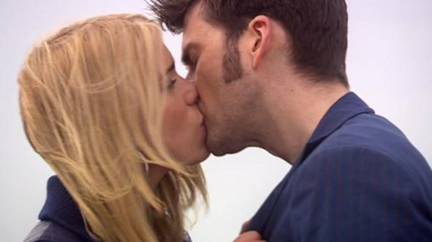 Josh & Ally - Page 3 RoseKissingMetacrisisDoctor_0