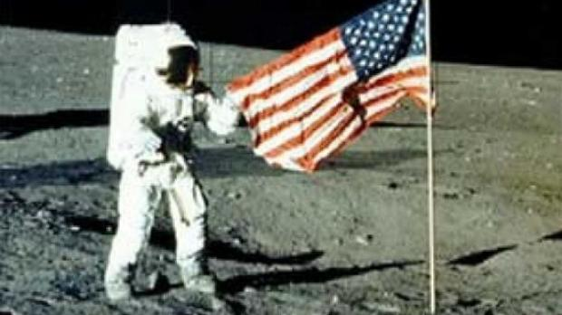 Neil Landing On the Moon - Pics about space