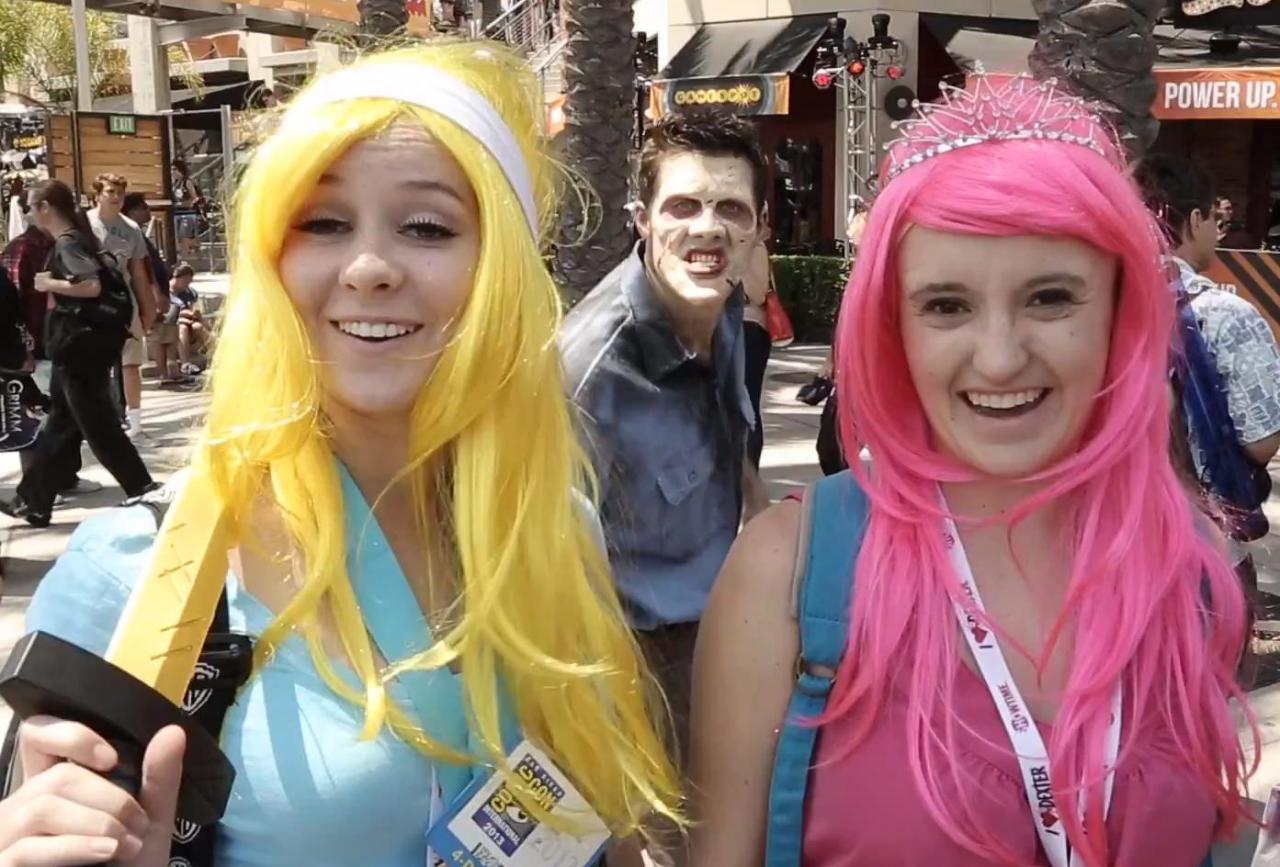 Zombie photobomb at Comic Con